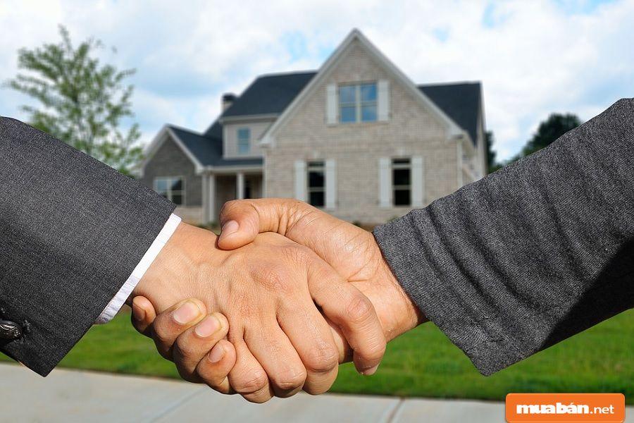 Các hoạt động giao dịch dịch vụ ký gửi đều phải thông qua hợp đồng ký gửi nhà đất.