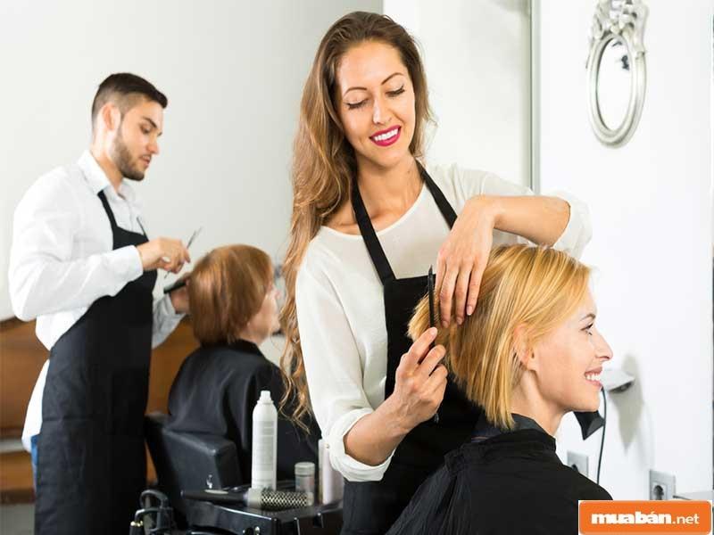 Tính linh hoạt về thời gian, ít gò bó trong công việc trên thực tế khiến nghề cắt tóc trở thành lựa chọn hàng đầu của nhiều bạn trẻ hiện nay
