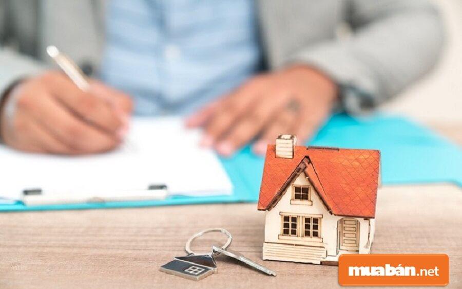 Về bản chất ký gửi bất động sản có thể theo hình thức chuyển nhượng bất động sản thông qua sàn giao dịch quy định theo Luật Kinh doanh bất động sản tại Điều 70.