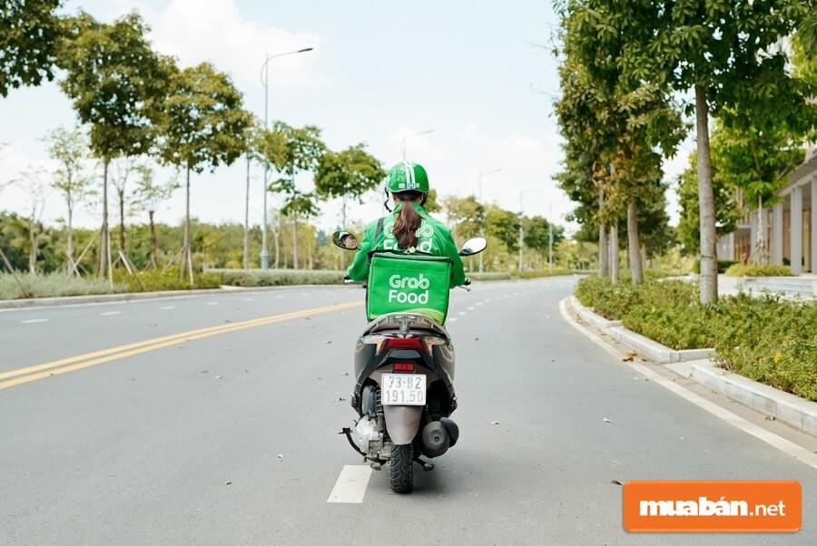 Với công việc tài xế công nghệ xe máy nhiều bác tài có thể kiếm được vài trăm ngàn/ngày.