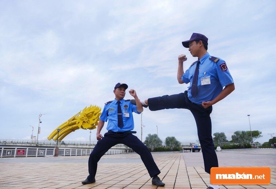 Ngoài nghiệp vụ cơ bản thì nhân viên bảo vệ tại một số đơn vị còn được đào tạo cả những nghiệp vụ được nâng cao.