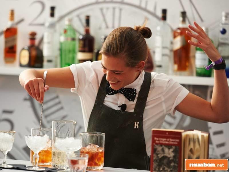 Không có gì tuyệt vời hơn là được làm công việc Bartender đúng với đam mê