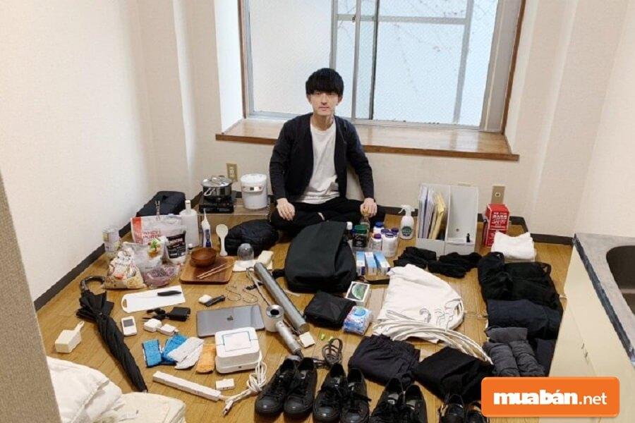 Bạn nên dọn dẹp nhà mình, vứt đi những món đồ không cần thiết, đồ đã cũ.