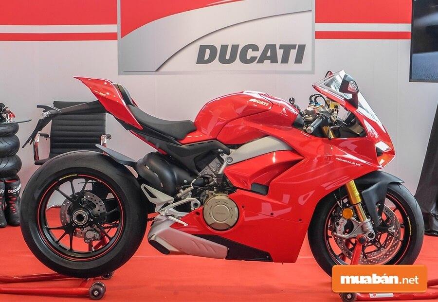 Ducati V4S được nhập khẩu trực tiếp về Việt Nam với giá cao ngất ngưởng lên đến gần 1 tỷ đồng.