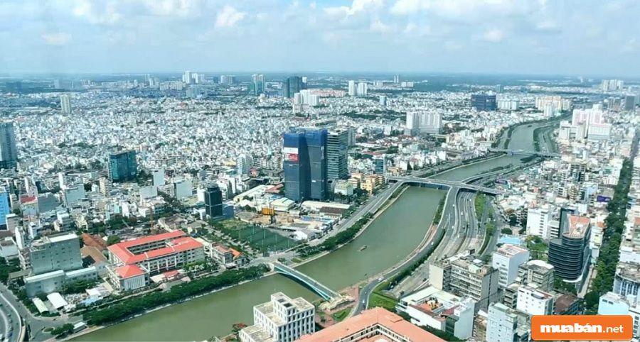 Tân Bình có vị trí khá thuận lợi để di chuyển, thông thương đến các khu vực khác.