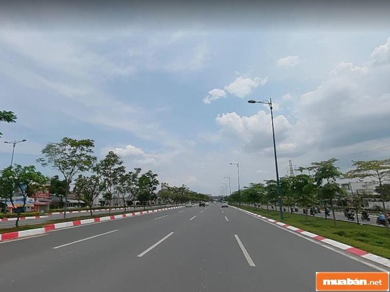 Khung cảnh một đoạn đường Phạm Văn Đồng ở quận Thủ Đức