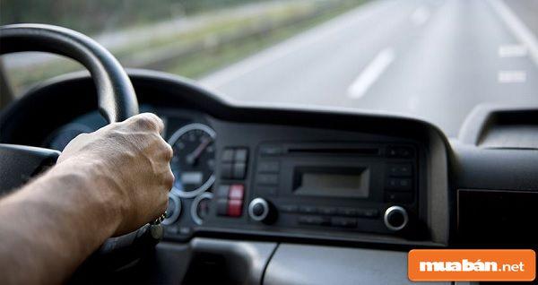 Tìm việc lái xe mùa Cô-Vi có ưu điểm và hạn chế nào?