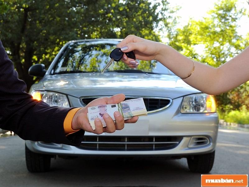 Các giấy tờ, thủ tục chuyển quyền sở hữu khi mua xe cũng là lưu ý quan trọng