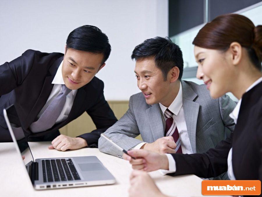 Bạn cần phải có được sự chân thành, cởi mở, giao tiếp tốt với mọi người.