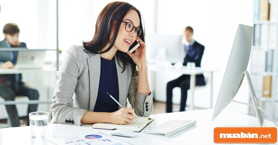 Đó là những người làm các công việc liên quan đến quá trình hoạt động kinh doanh.