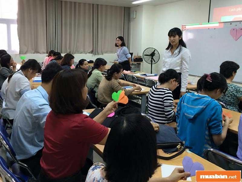 Nhiều trung tâm ngoại ngữ tuyển dụng giáo viên tiếng Nhật