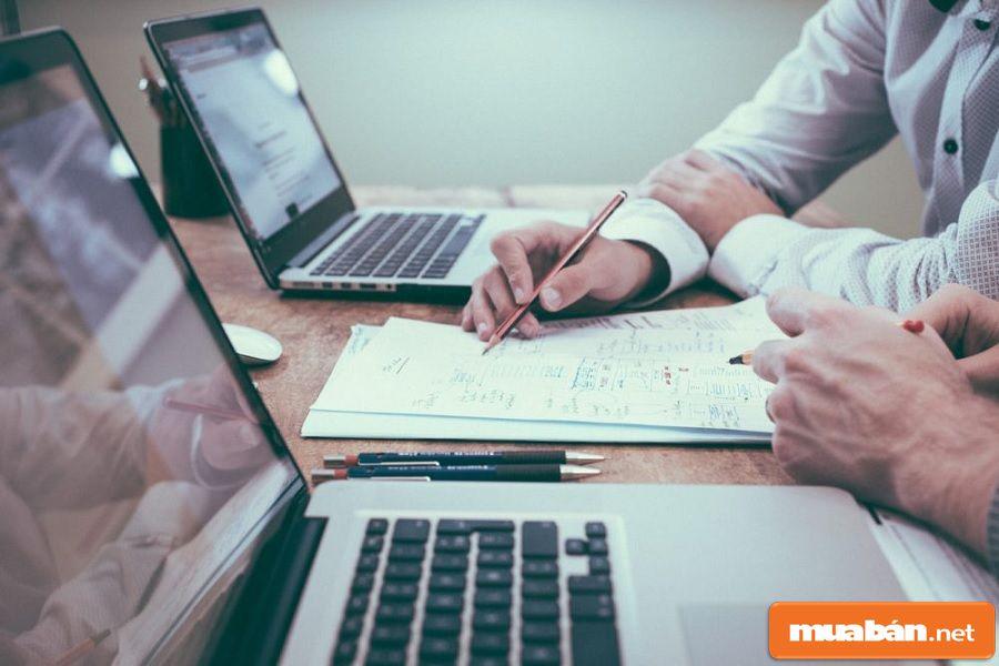 Miễn thuế cho các khoản bồi thường từ bảo hiểm hoặc các khoản bồi thường tai nạn lao động.