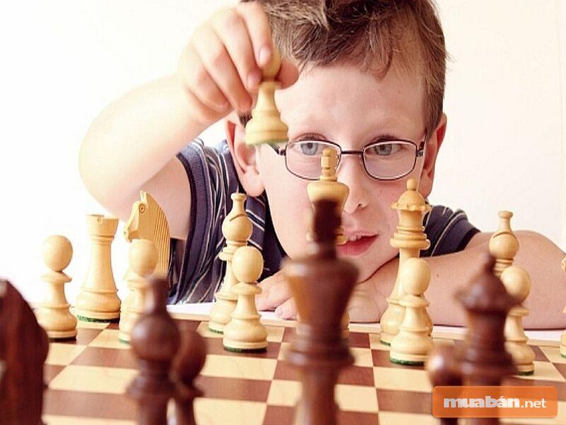 Hãy dạy con học cờ vua từ sớm nhé