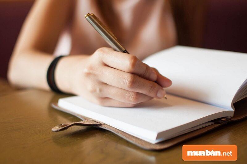 Bản kiểm điểm học sinh có thể viết bằng tay.