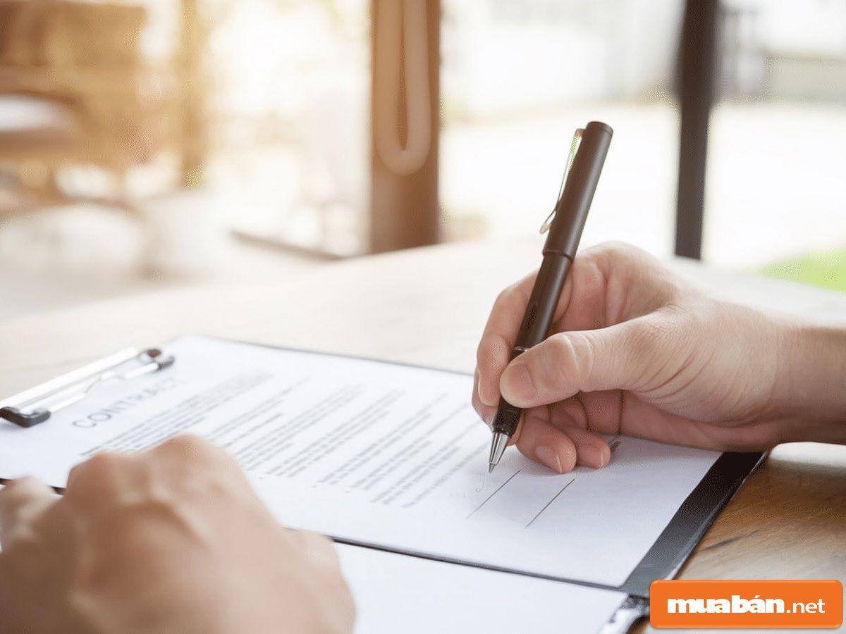 Hợp đồng cho thuê sẽ là yếu tố pháp lý giúp bạn thuê nhà yên tâm hơn.