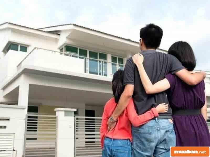 Có thể nhờ người thân, bạn bè đứng ra mua nhà trong trường hợp tuổi gia chủ không thích hợp để mua nhà trong thời gian ấy