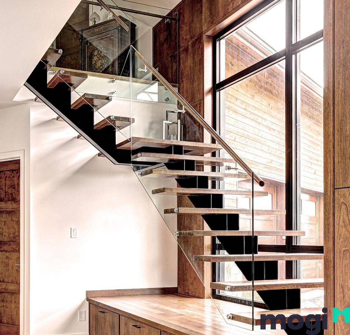 Bạn nên đo đạc kỹ và đánh dấu vị trí bắt đầu và kết thúc cầu thang.