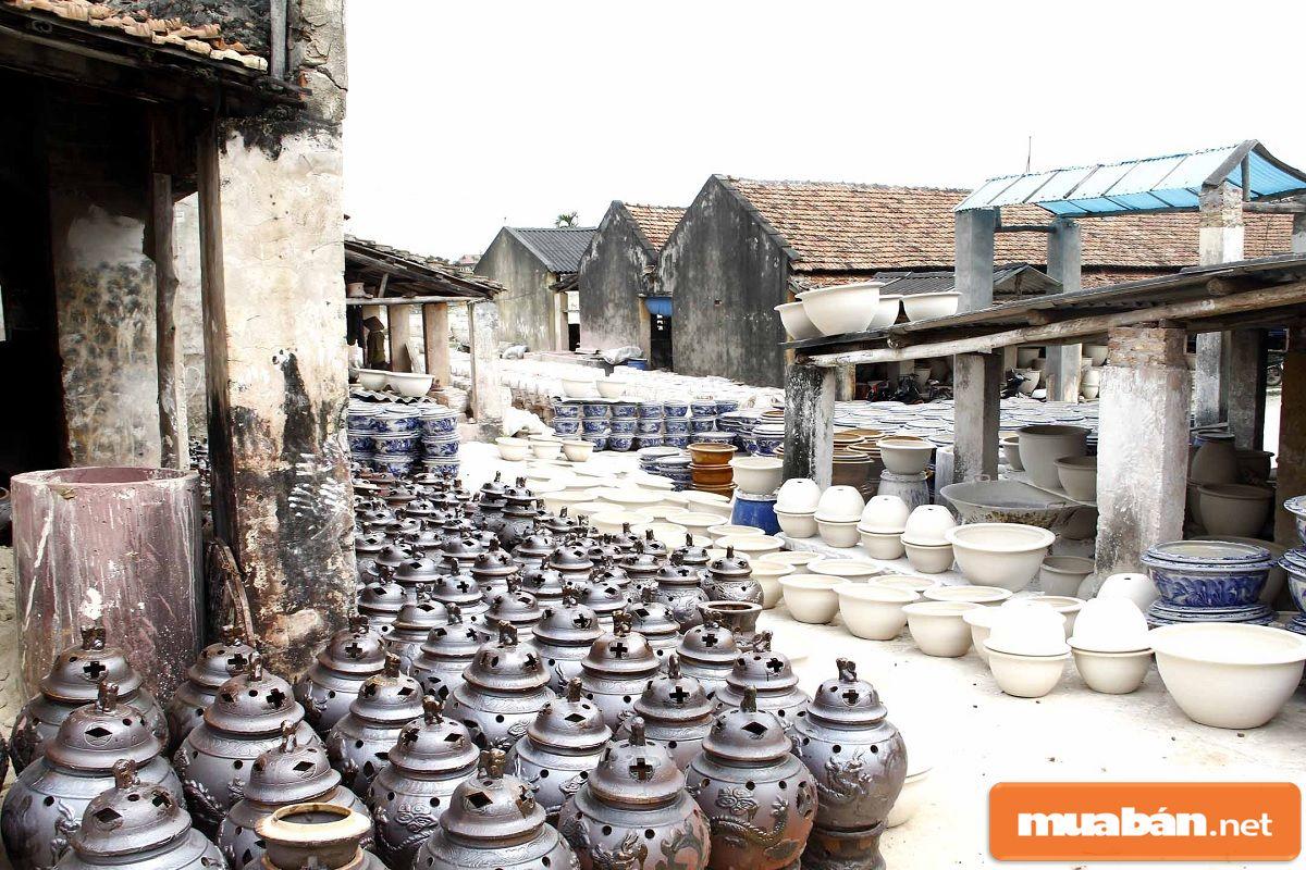Làng nghề được xem là một trong những điểm hấp dẫn cho khách du lịch trải nghiệm văn hóa.
