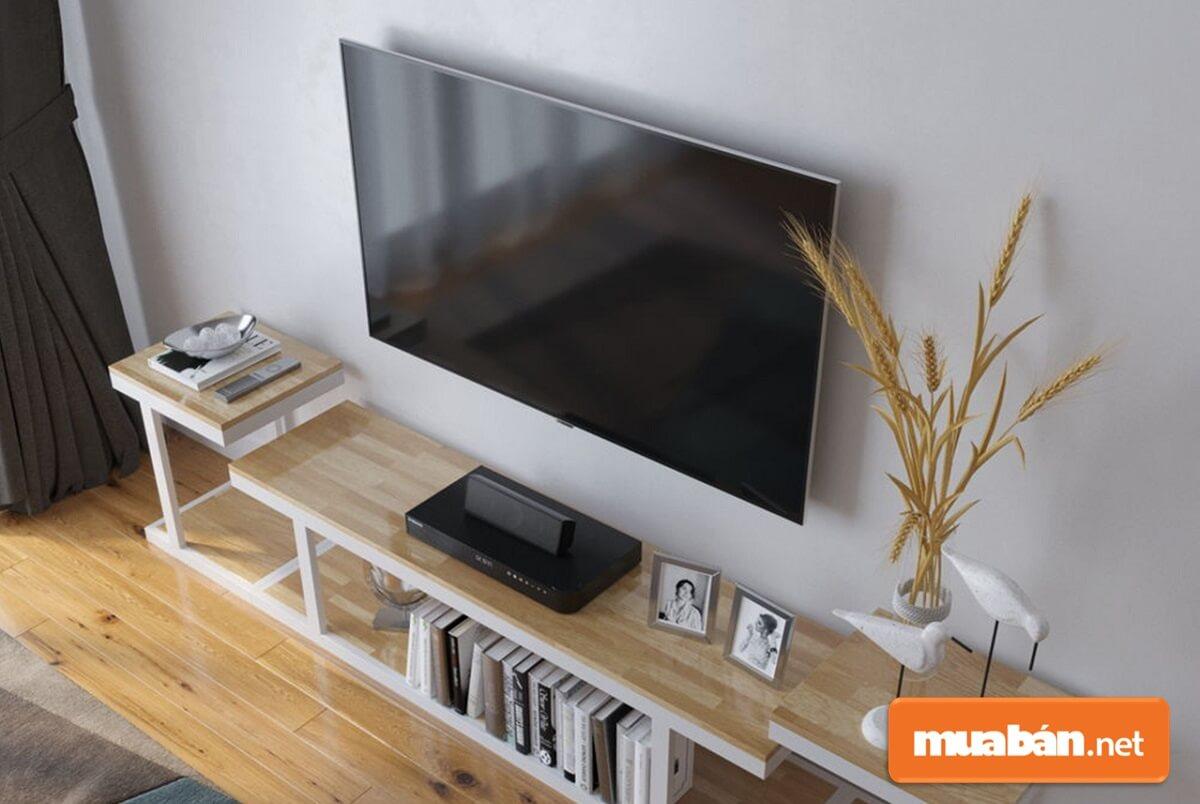 Thêm một loại chất liệu kệ tivi khá phổ biến hiện nay nữa đó là kệ sắt sơn tĩnh điện.