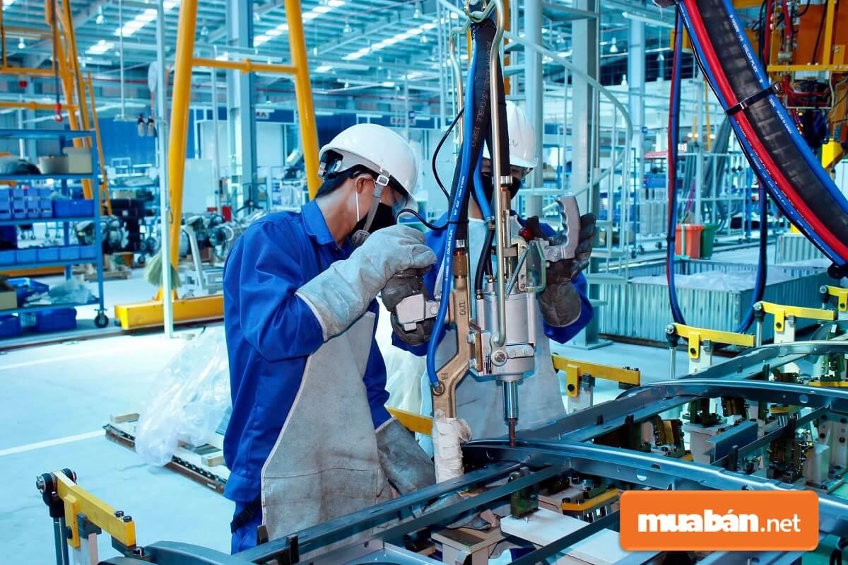 Người lao động sẽ được hưởng ít nhất 400% lương nếu đi làm vào lễ 30/4 & 1/5.