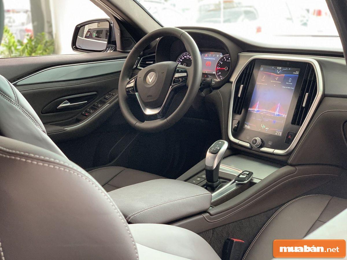 Nội thất trong xe khá đơn giản, gọn gàng nhưng cũng rất hiện đại.