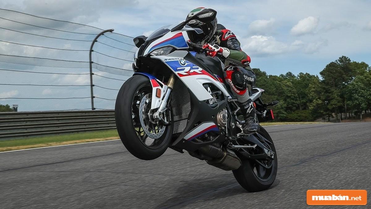 Động cơ của BMW S1000RR được đánh giá rất tốt