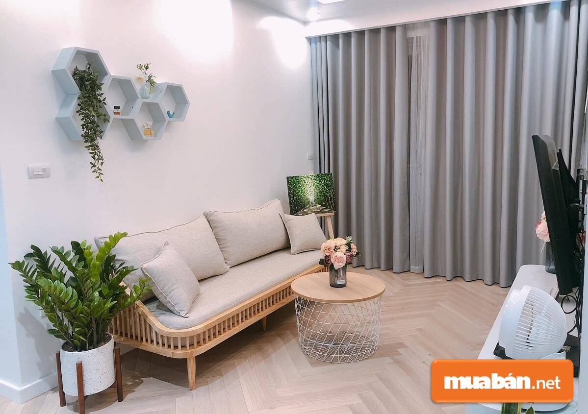 Khi chọn mua nội thất và sơn tường nên chọn những gam màu sáng.