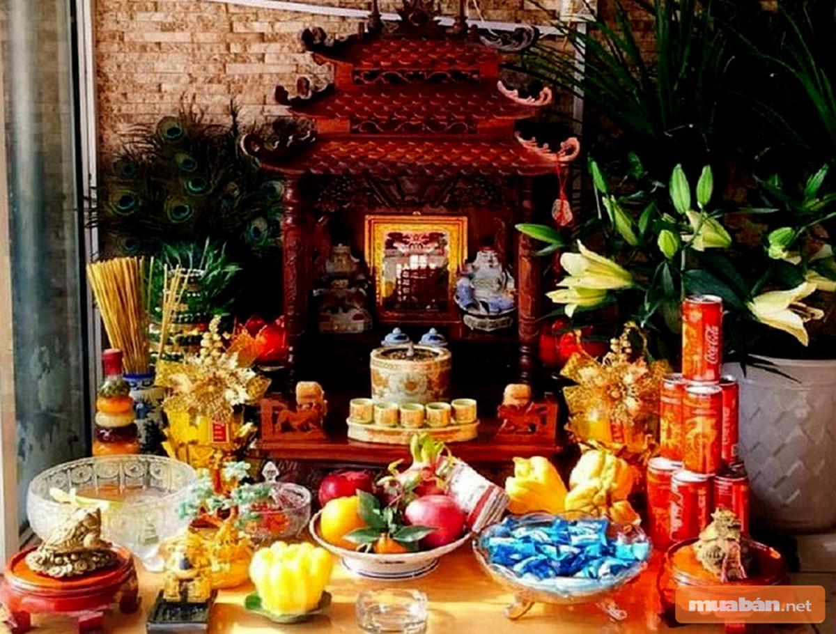 Những đồ vật cần có khi bài trí bàn thờ nhìn chung khá giống nhau