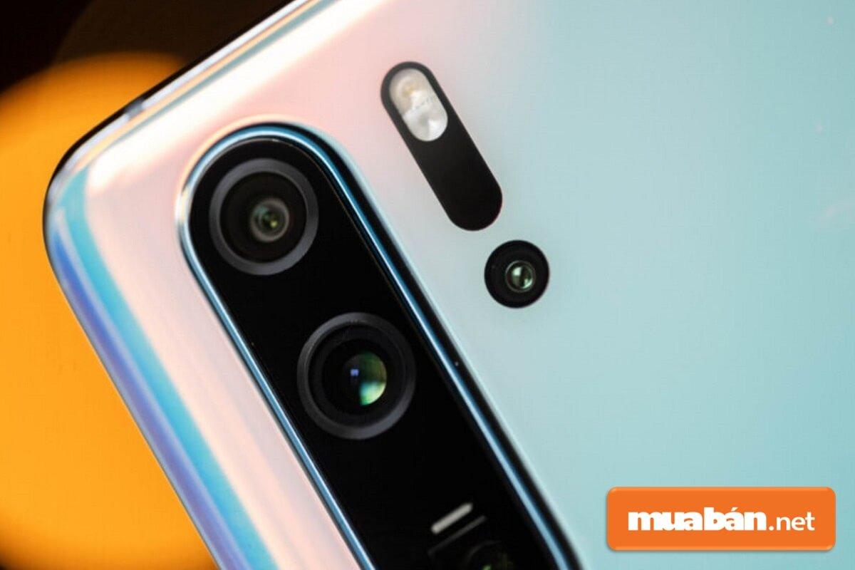Khi mua điện thoại Huawei P30 Pro cũ bạn nên test kỹ camera, pin, màn hình,...