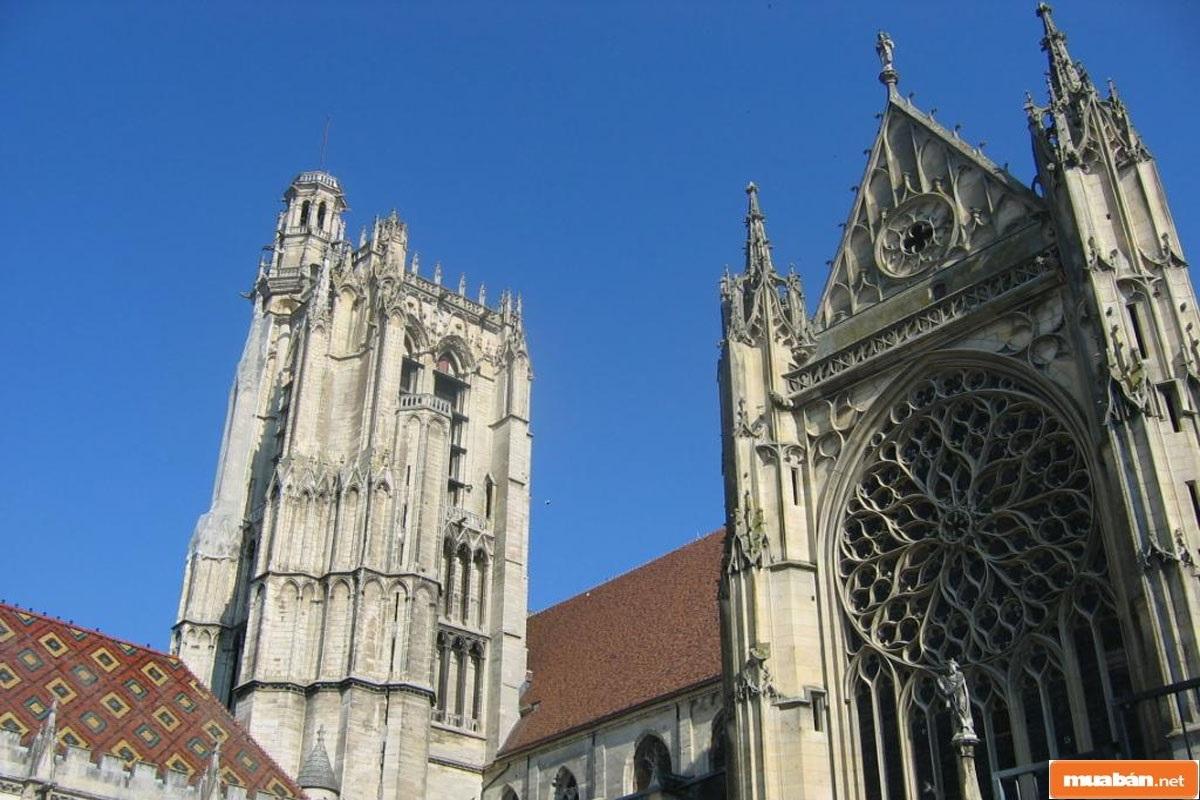Kiến trúc Gothic vốn được đánh giá khác cao về tính nghệ thuật