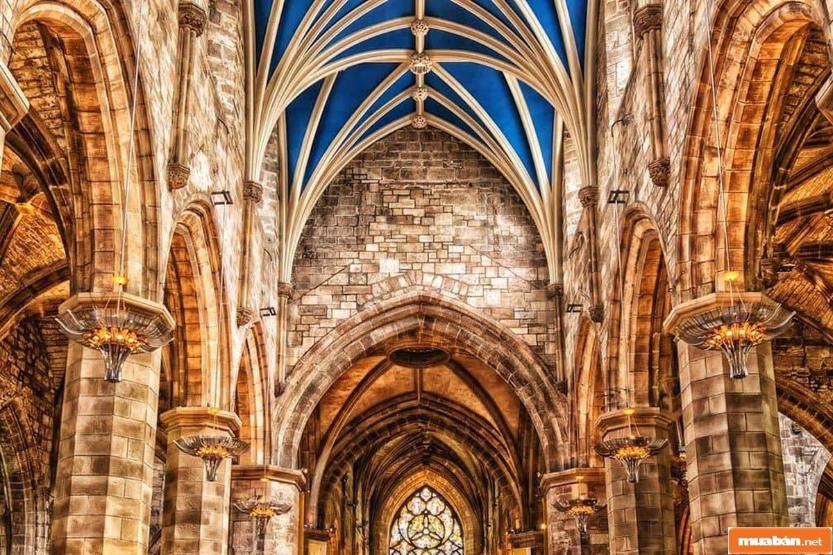 Không gian của các công trình mang phong cách Gothic được đánh giá cao về độ thông thoáng